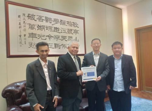 UCYP学校代表团拜访中国驻马来西亚使馆文化处冯军主任